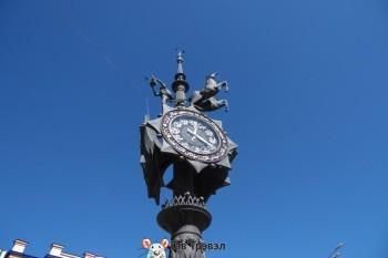 """""""Часы на Баумана"""" с изображением Музы и и Пегаса - культовое место для назначения встреч и свиданий."""